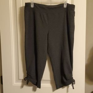 Champion Elite Capri Cropped Pants. Size: Large